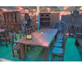 Mesa comedor y diez sillas en castaño viejo