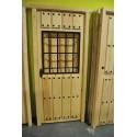 Puerta exterior pino maciza natural con reja